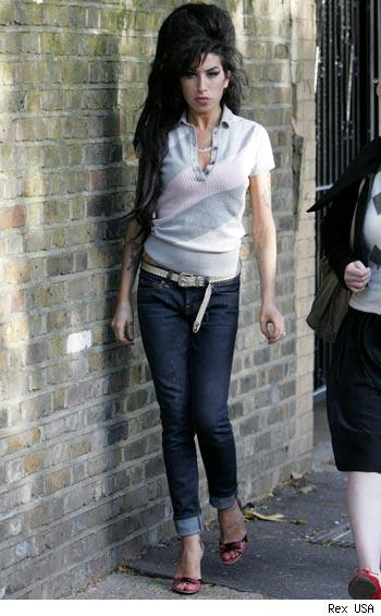http://perspectivabr.files.wordpress.com/2008/03/0927_amy_winehouse_rexusa.jpg