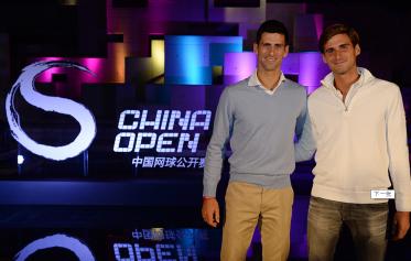 Os irmãos Djokovic, Novak e Djordje. Novak vai jogar pela 1ª vez o torneio de duplas com o irmão.