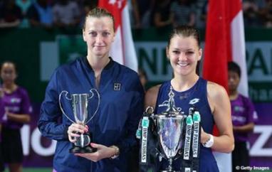 A vice campeã Petra Kvitova, à esquerda, e a campeã Agnieszka Radwanska, à direita.