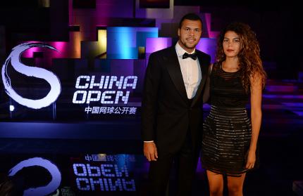 O tenista francês Jo- Wilfrid Tsonga e Noura El Shwekh, sua namorada.