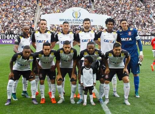 Os jogadores do Corinthians, durante partida contra o Flamengo, válida pela trigésima segunda rodada do Campeonato Brasileiro 2015.