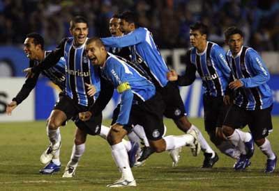Grêmio eliminou o Defensor na Libertadores de 2007