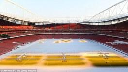 Emirates Stadium coberto de neve